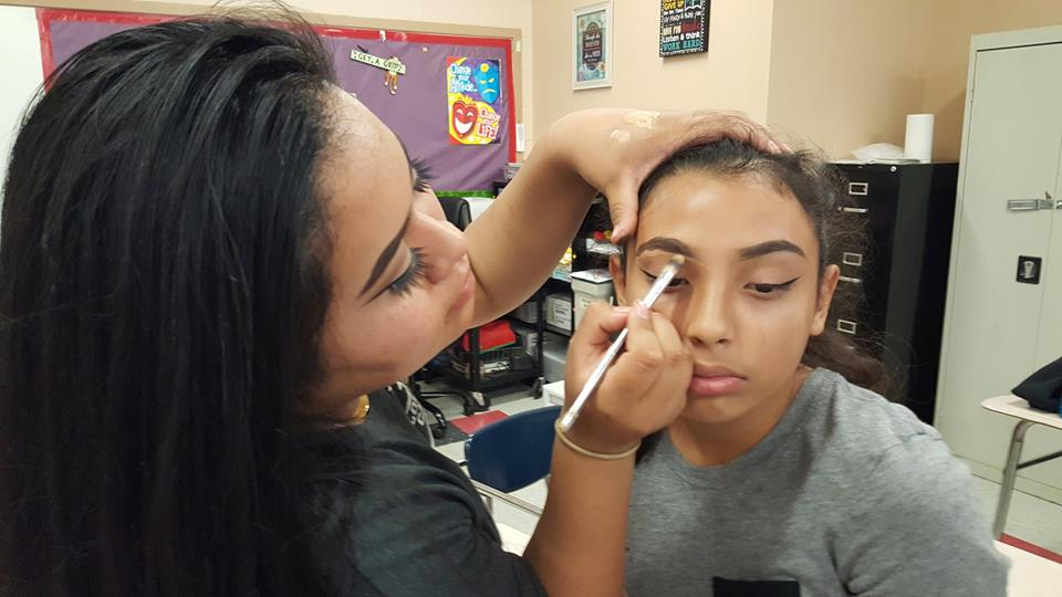 Pamela+Anguiano+creates+the+wavy+eyebrow+look+on+Ivania+Lopez.